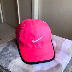 Nike feather light cap